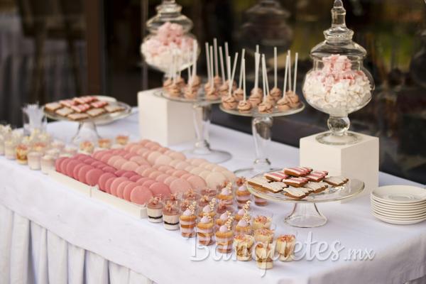 Mesa de postres para fiestas for Mesas dulces para eventos
