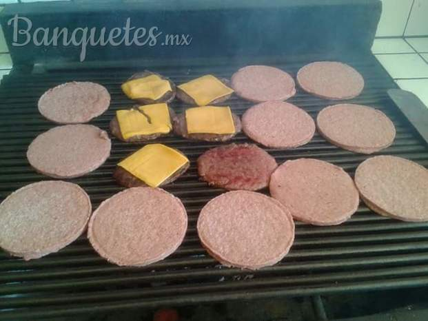 Hamburguesas y hot dogs  al carbon