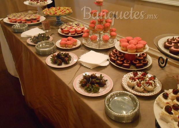 Mesas de postres para eventos y fiestas barra de postres for Mesa de postres para boda